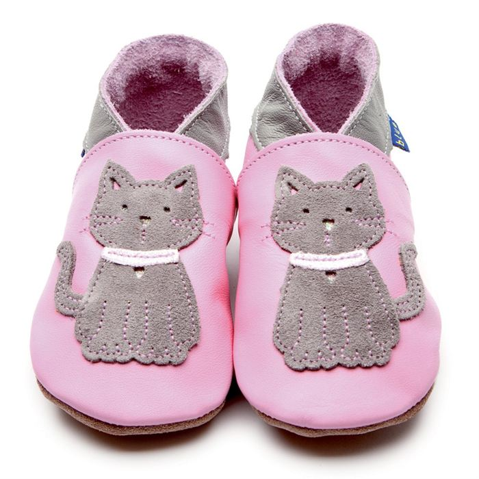 chaussures-enfants-pantoufles-bébé-jolie-image-chats-chatons-en-rose