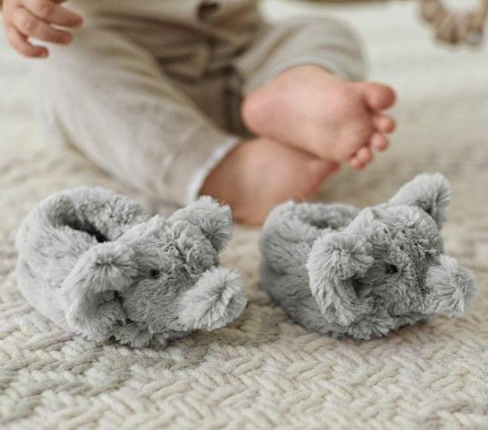 chaussures-enfants-pantoufles-bébé-jolie-image-cool-confort