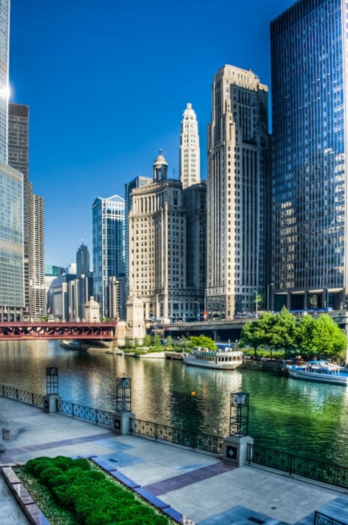 chicago-les-plus-hauts-gratte-ciel-du-monde-residentiel-à-chicago-une-rivière-autour-de-la-ville