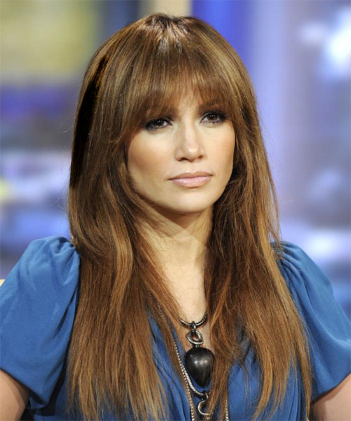 coiffure-avec-frange-Jennifer-Lopez-style-des-célébrités
