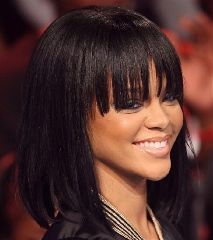 coiffure-avec-frange-Rihanna-styles-et-looks