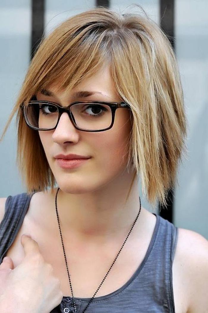 coiffure-avec-frange-belle-coupe-de-cheveux-moderne