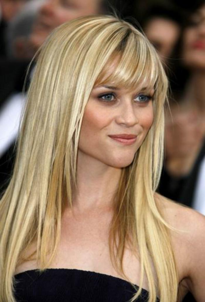 coiffure-avec-frange-cheveux-lisses-et-longs
