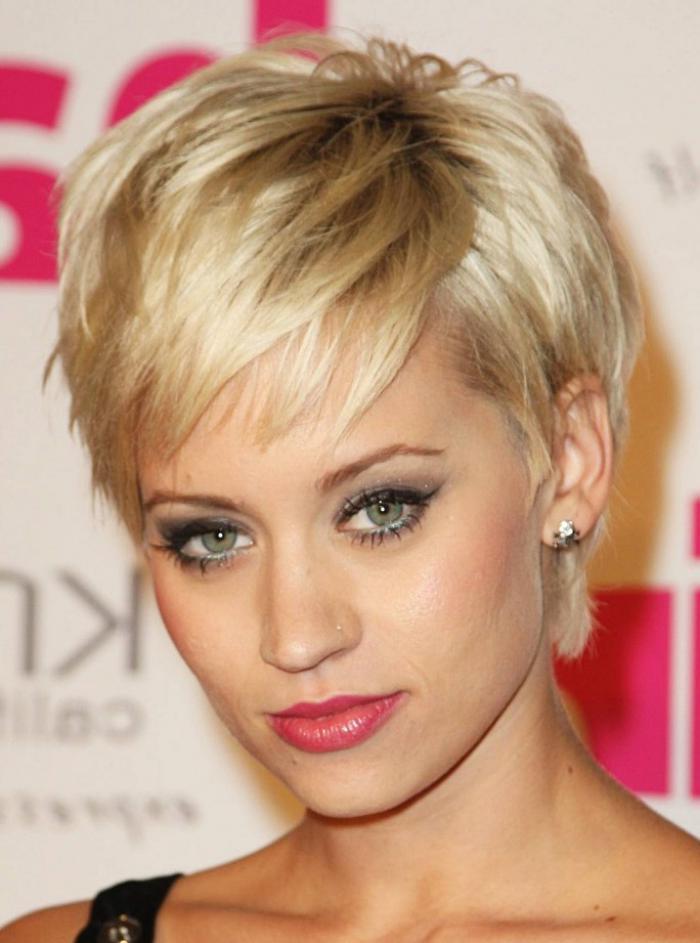 coiffure-avec-frange-coiffure-coupe-courte-blonde