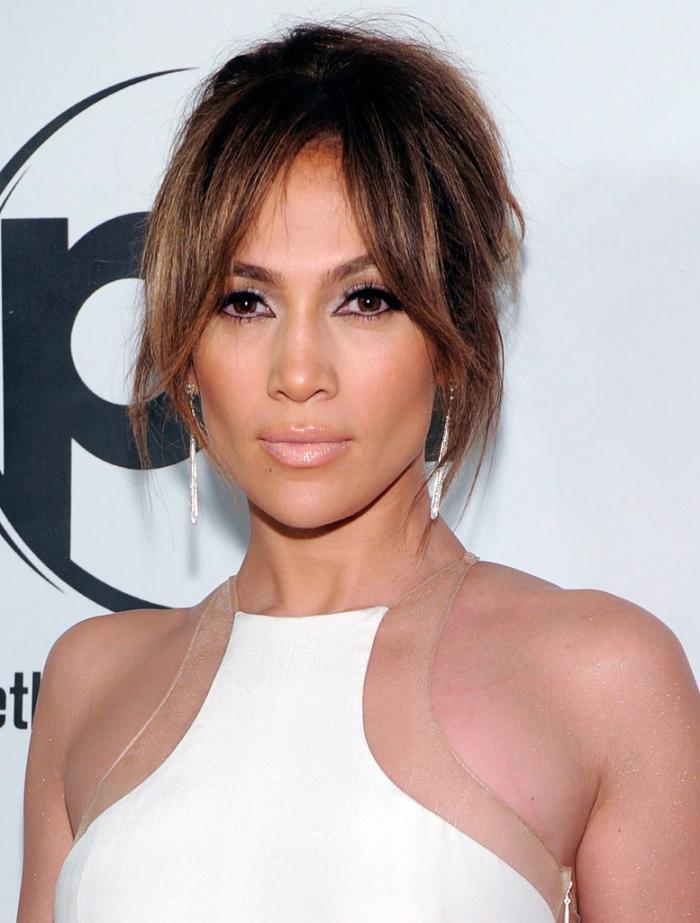 coiffure-avec-frange-tenues-et-coiffures-de-Jenniifer-Lopez