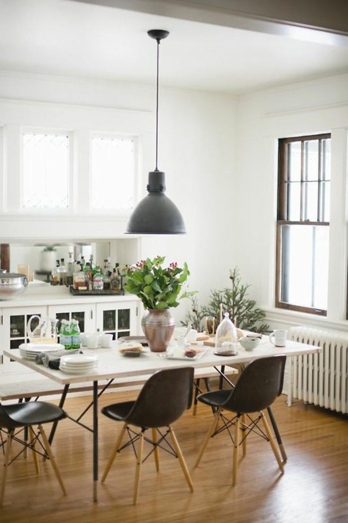 comment-accorder-les-couleurs-dans-la-salle-a-manger-avec-un-sol-en-parquet-clair