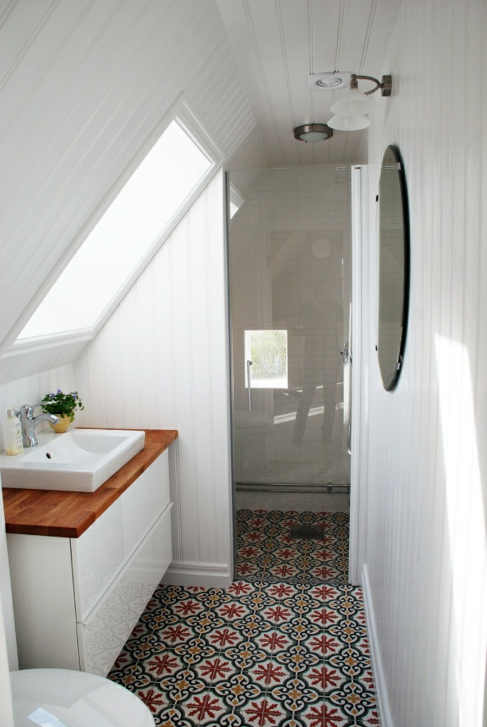 Houten jaloezie raambekleding pinterest - Petite salle de bain sous pente ...
