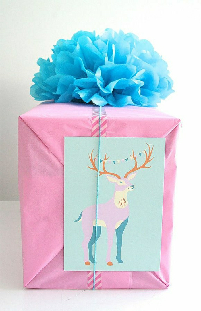 comment-creer-une-jolie-decoration-avec-papier-colorer-pliage-papier-cadeau-original-avec-ruban-bleu
