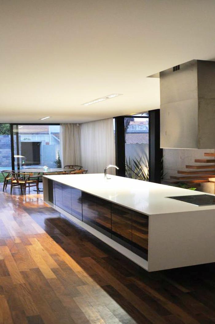 comment-rénover-sa-cuisine-sol-en-planchers-en-bois-clair-meubles-de-cuisine-modernes