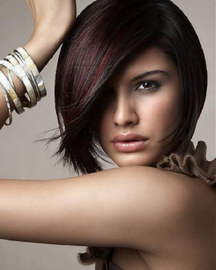 coupe-carré-plongeant-court-idées-coiffures-femme