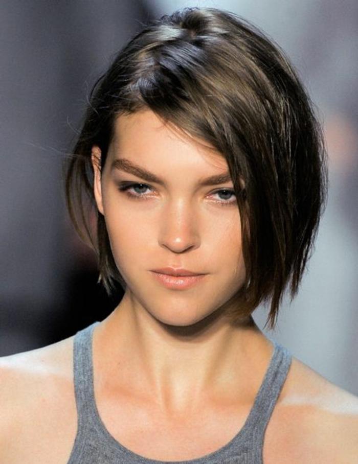 coupe-cheveux-court-femme-2015-coupe-de-cheveux-courte-cheveux-marrons-yeux-bleus