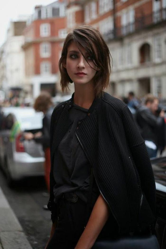 coupe-cheveux-court-femme-2015-femme-avec-cheveux-courts-levres-rouges