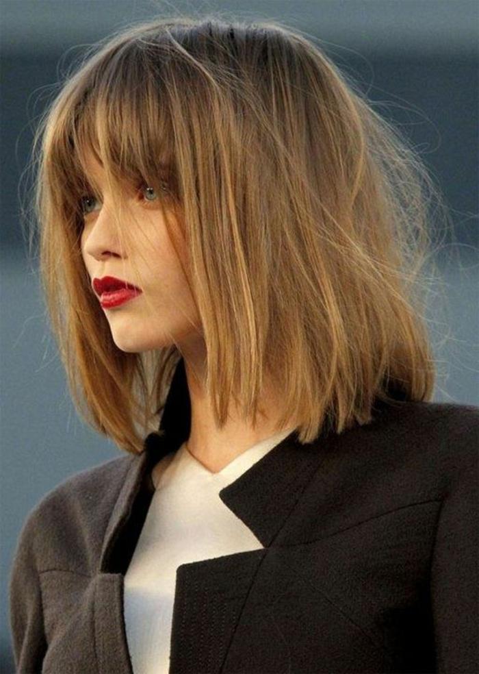 coupe-cheveux-court-femme-2015-levres-rouges-femmes-modernes-yeux-bleus