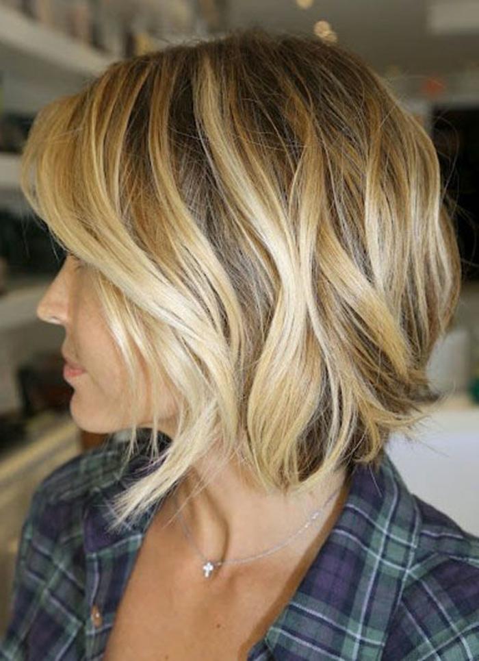 ... -ovale-cheveux-balayage-jolie-femme-modenre-coupe-de-cheveux-court