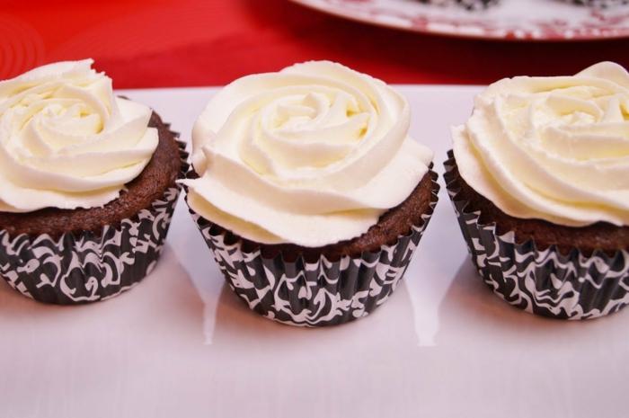 cupcake-chocolat-glaçage-pour-cupcake-vanille-rose