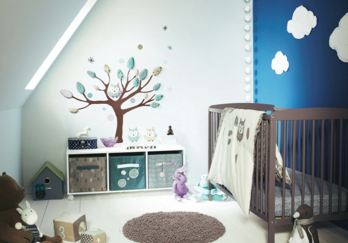 décoration-chambre-bébé-fille-comment-décorer-lits-à-barreaux-arbre