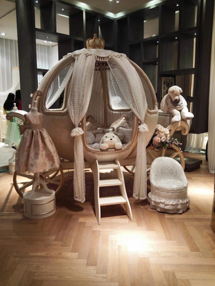 décoration-chambre-bébé-fille-comment-décorer-lits-à-barreaux-cinderella