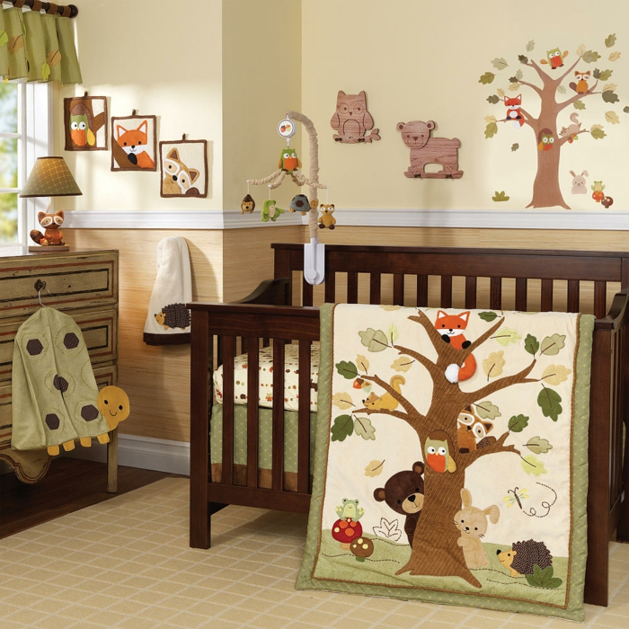 décoration-chambre-bébé-fille-comment-décorer-lits-à-barreaux-lit-beige