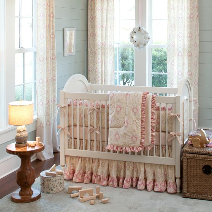 décoration-chambre-bébé-fille-comment-décorer-lits-à-barreaux-lit