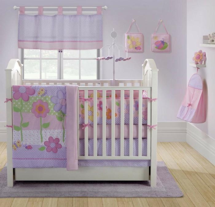 deco-chambre-bebe-fille-belle-en-couleur-idées-originalies-violet