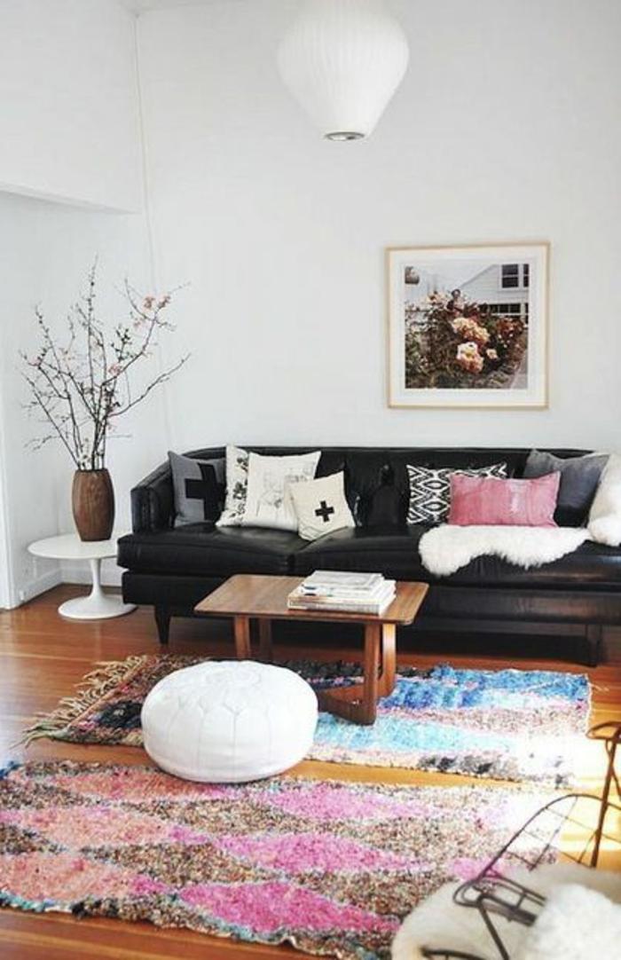 deco-salon-marocain-tissu-pour-salon-marocain-avec-tapis-coloré-meubles-d-interieur