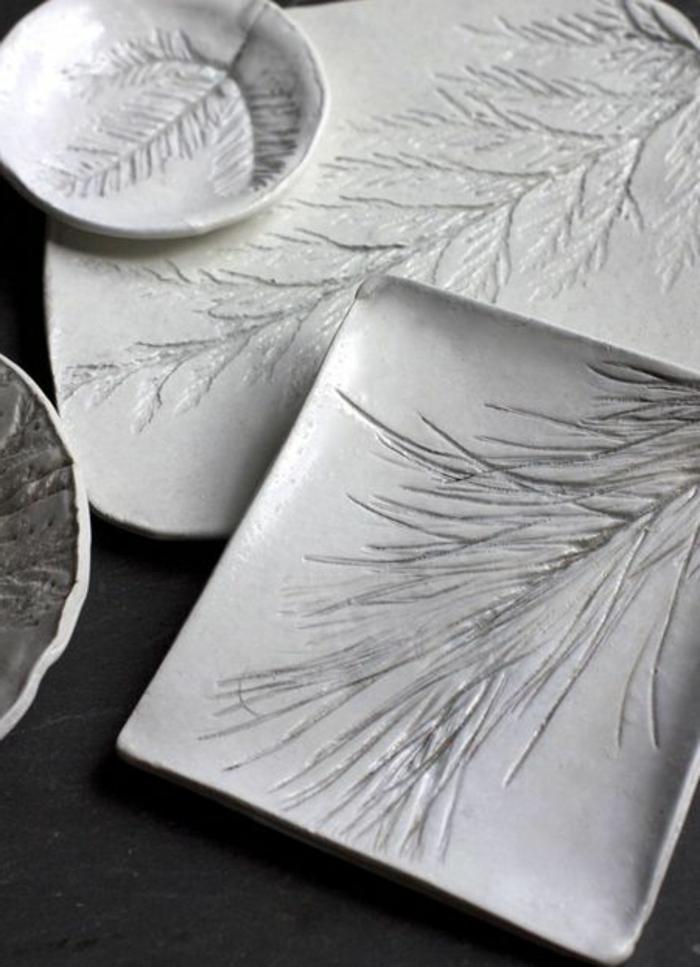 decoration-de-noel-branche-de-sapin-vert-pour-decorer-les-assiettes-de-noel-et-la-table-de-noel