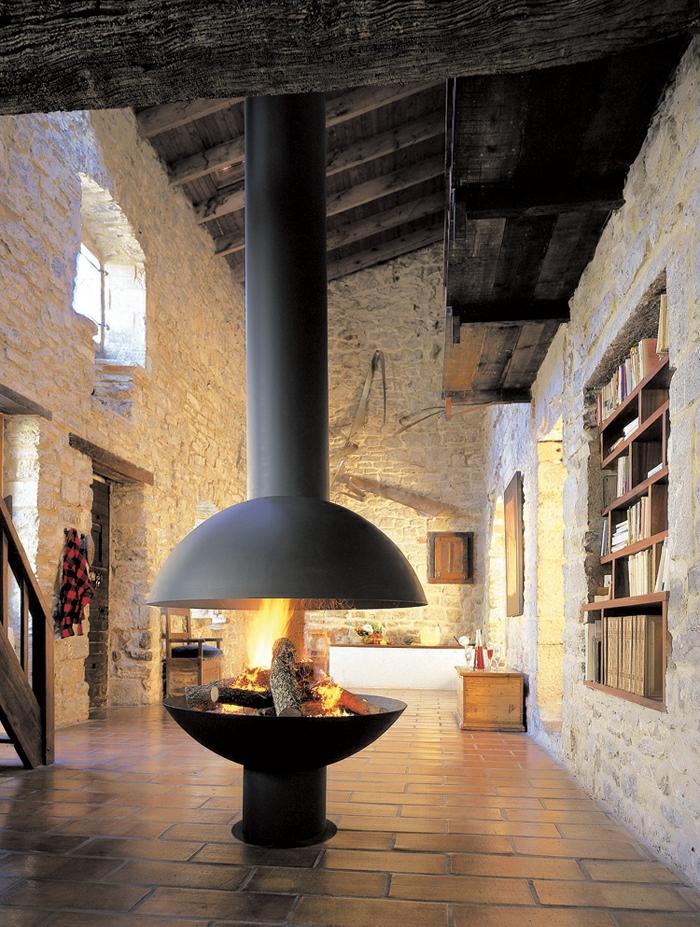 design-d-intérieur-cheminée-centrale-design-original-belle