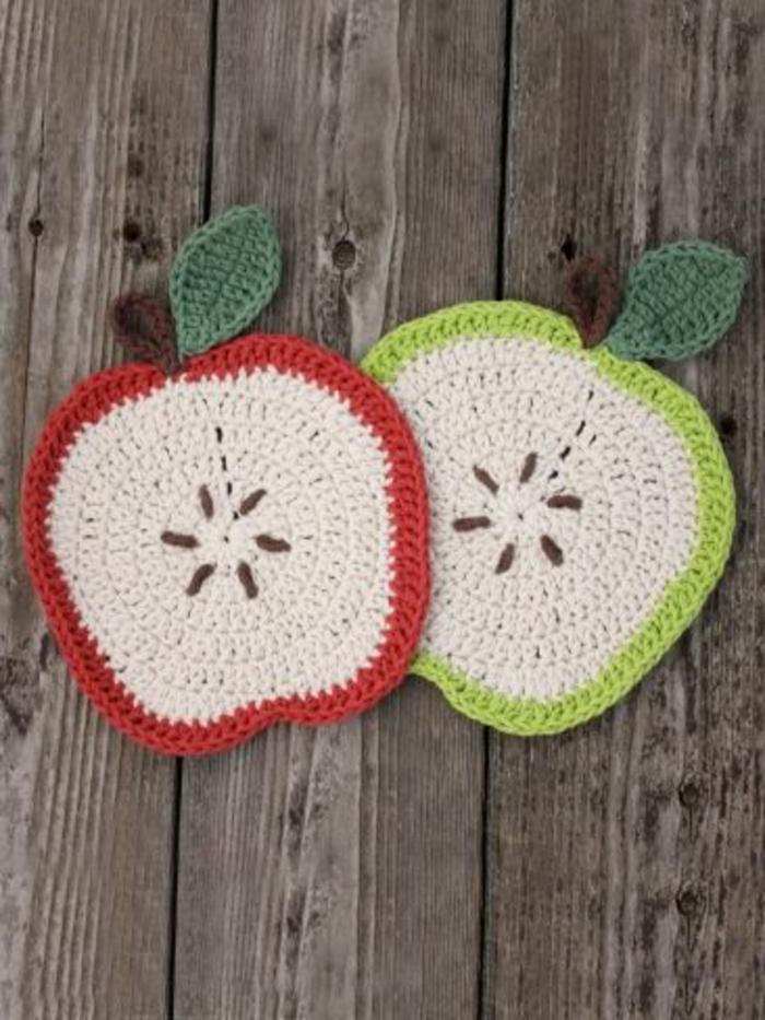 dessous-de-plat-ikea-en-formesde-fruits-encadrement-sous-verre-en-plat-tricote-a-main