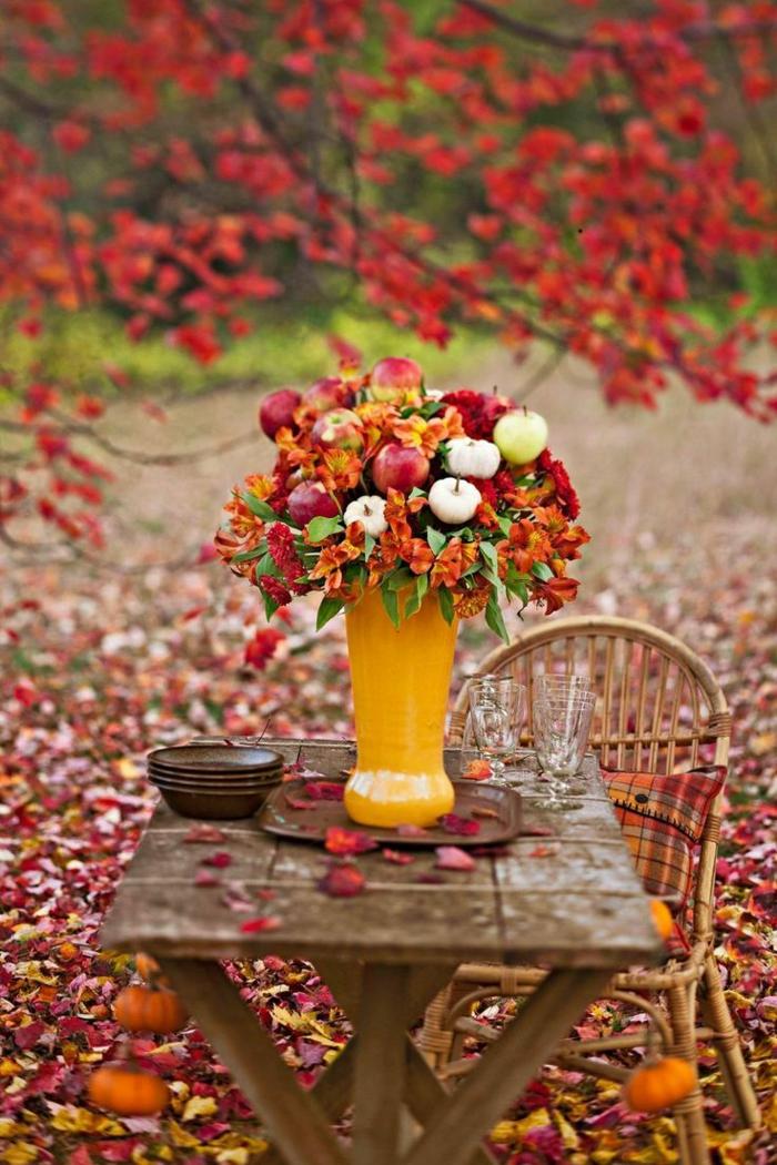 en-automne-photo-image-paysage-d-automne-belle-nature-table-vase-fleurs