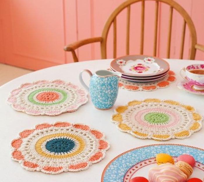 encadrement-sous-verre-sous-verre-ikea-tricote-a-main-colore-jolie-idee