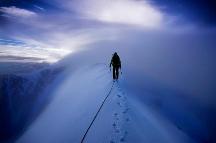 enneigement-belle-photo-montage-et-neige-vue-magnifique-pas-sur-la-neige