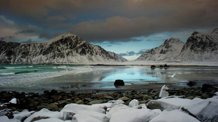 enneigement-pyrénées-fantastique-image-montagne-neige-lac