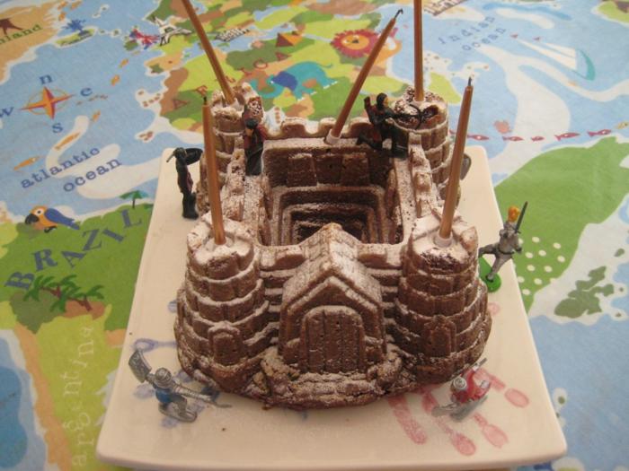gateau-chateau-anniversaire-garçon-gateau-chateau-au-chocolat-et-sucre