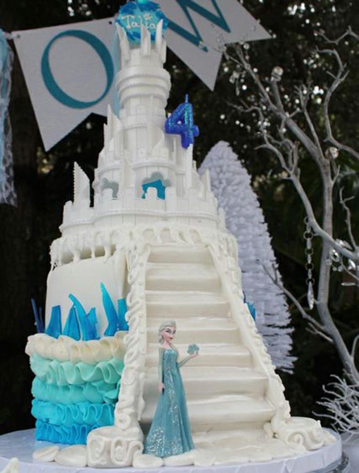 gateau-frozen-anniversaire-gâteau-château-idée-anniversaire-enfant