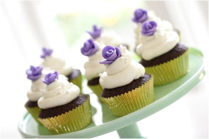 glacage-de-cupcake-glacage-a-cupcake-déco-gateau-fleurs-violets
