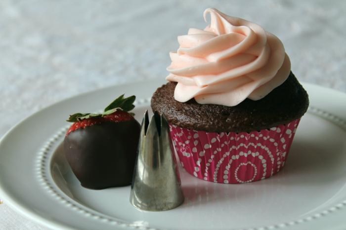 glacage-de-cupcake-glacage-a-cupcake-déco-gateau-fraise