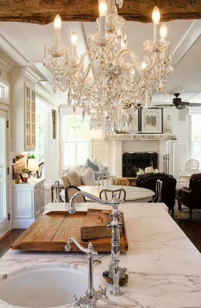 grand-lustre-à-pampilles-avec-ampoules-cuisine