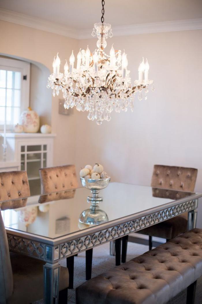d corer les salles et les entr es avec un grand lustre. Black Bedroom Furniture Sets. Home Design Ideas