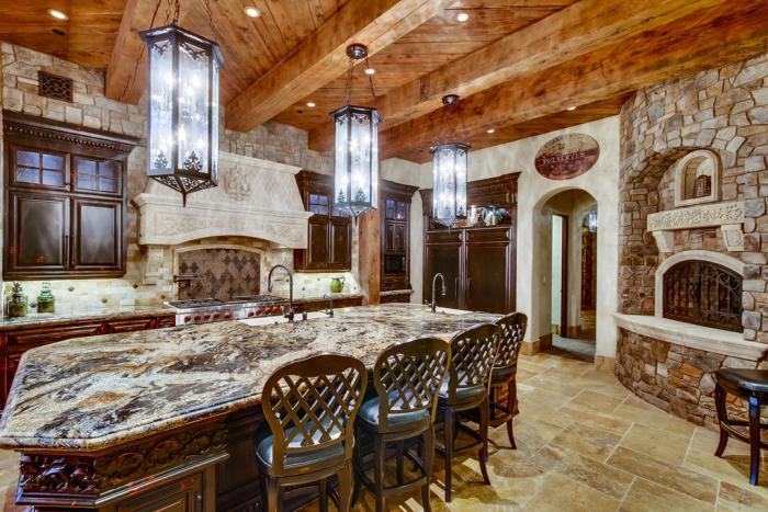 grand-lustre-cuisine-chaleureuse-type-chalet-cottage-style