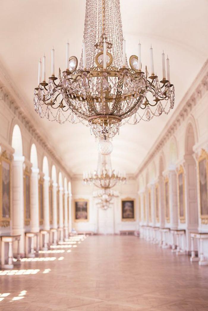 Décorer les salles et les entrées avec un grand lustre - Archzine.fr