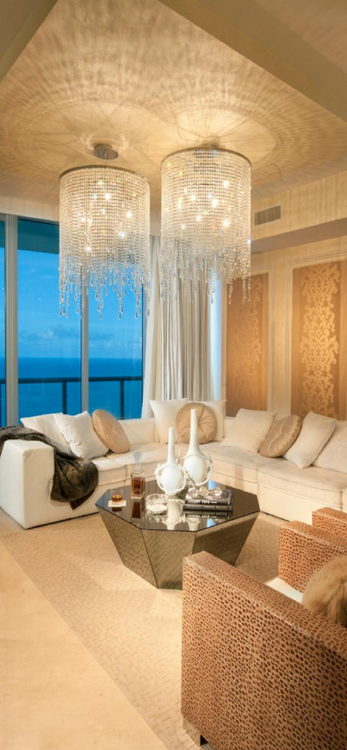 Décorer les salles et les entrées avec un grand lustre