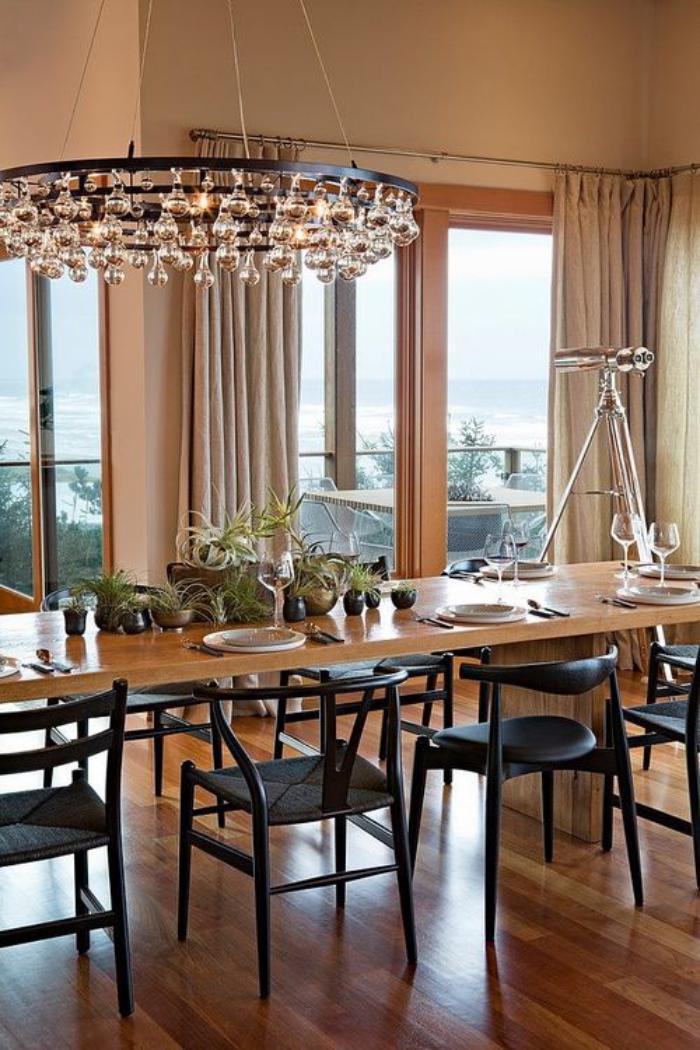grand-lustre-pampilles-modèle-contemporain-grande-table-de-déjeuner