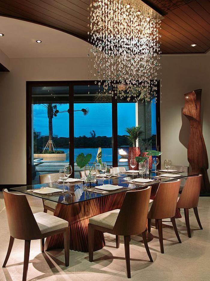 grand-lustre-pendentifs-féériques-grande-table-de-déjeuner