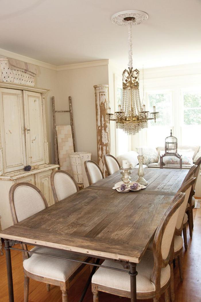 grand-lustre-style-shabby-chic-dans-la-salle-de-déjeuner