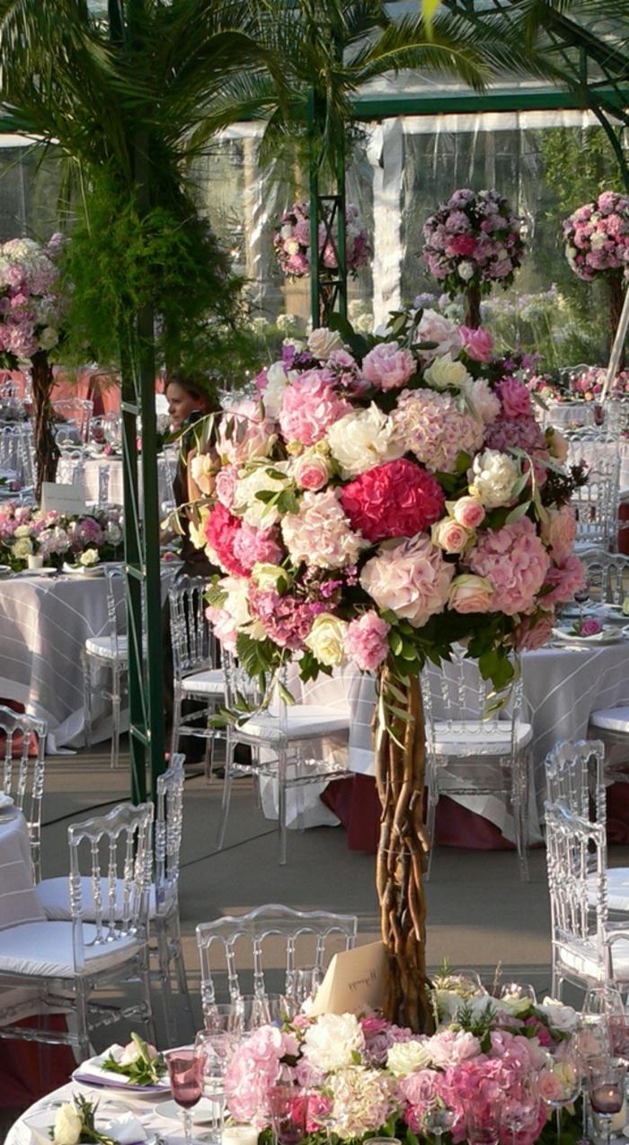 gros-bouquet-de-fleurs-sur-la-table-comment-decorer-la-table-avec-bouquet-de-fleurs