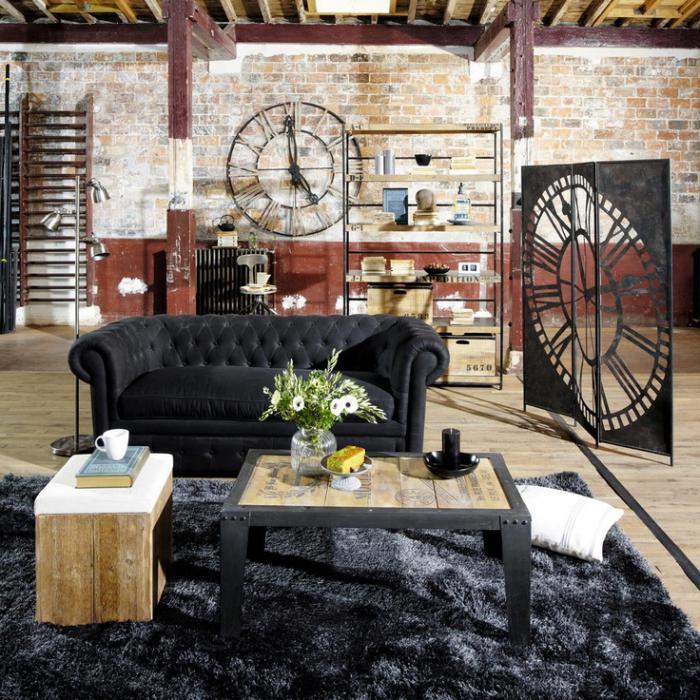 horloges-murales-deux-horloges-métalliques-dans-un-logement-industriel