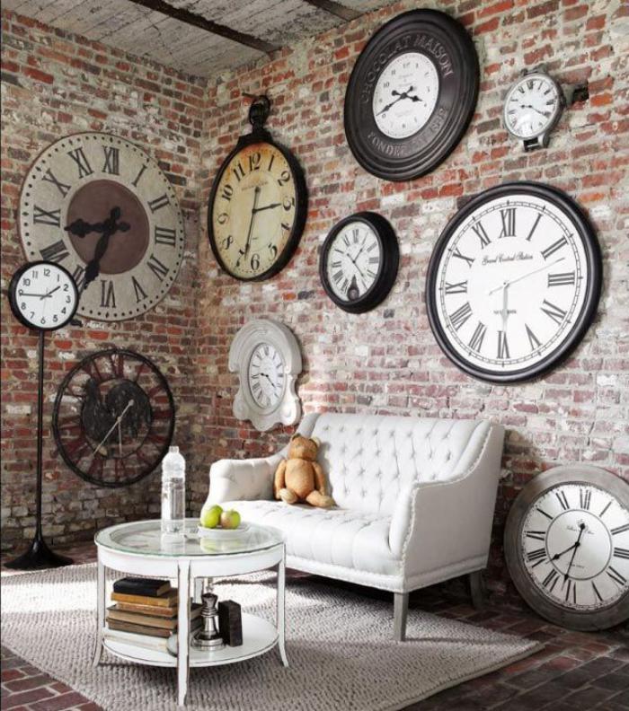 horloges-murales-grandes-horloges-sur-un-mur-en-briques