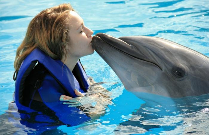 idée-cadeau-coupon-nager-avec-les-dauphins-france-femme-jolie