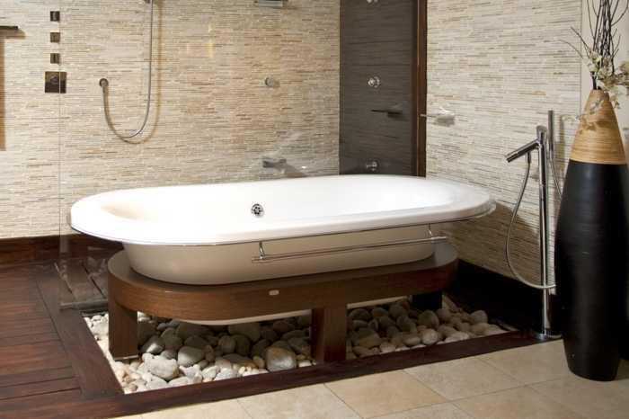 idée-carrelage-salle-de-bain-faire-à-soi-même-professionnel-baignoire-pierres