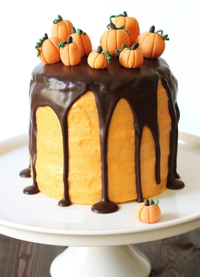 idée-gâteau-d-halloween-préparer-un-gâteau-festive-citrouille